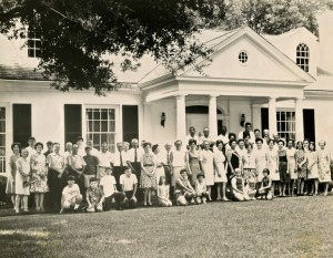 Lott Furniture Employees And Families In Front Of Reuben Lottu0027s Residence  In The Late 1960s